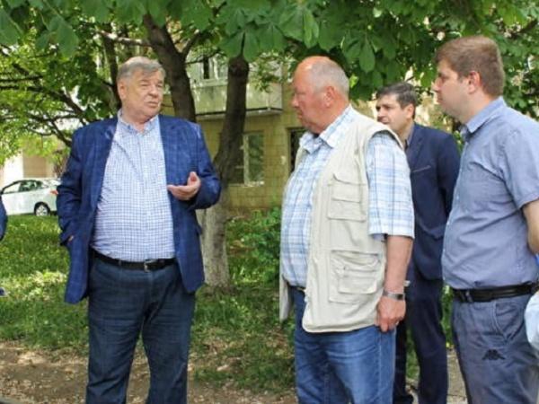 СТАВРОПОЛЬЕ. Депутаты проверили качество выполнения дорожных работ в Кисловодске